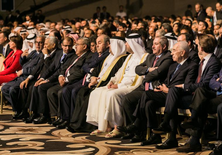 הנשיא פרס עם מנהיגים ערביים בוועידה עולמית בירדן