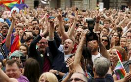 חגיגות באירלנד אחרי ההצבעה בעד נישואים חד מיניים