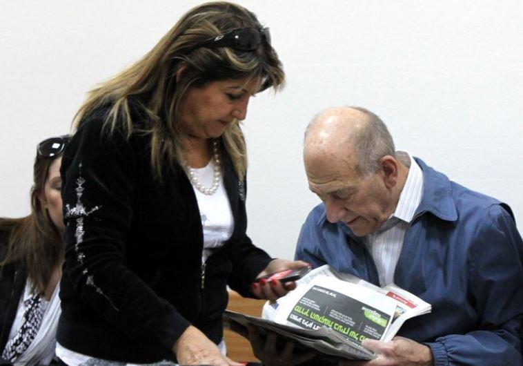 שולה זקן עם אהוד אולמרט. העדות של זקן השתלמה לה במיוחד. לאולמרט פחות. צילום: יוסי אלוני, יוסי זמיר, פלאש 90