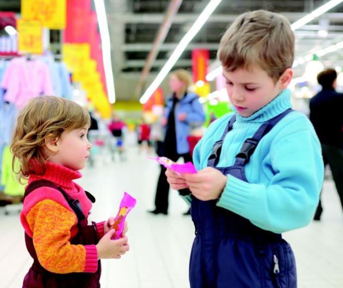ילדים בחנות