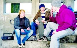 בני נוער מעשנים
