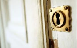 דלת נעולה עם מנעול