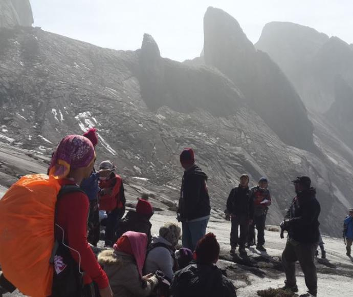 מטפסים תקועים על הר קינאבאלו במלזיה