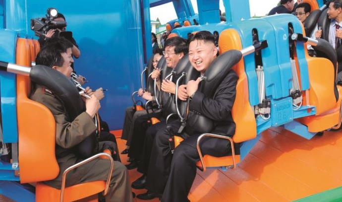 קים ג'ונג און משתעשע בלונה פארק