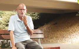 מיכה, אביו של יוני אלזם שנרצח בבית הכלא