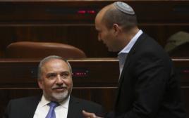 נפתלי בנט ואביגדור ליברמן במליאת הכנסת