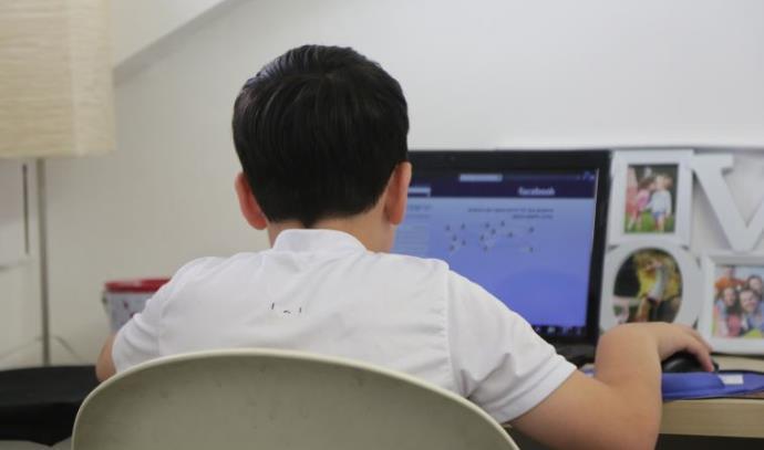 ילדים רשת בריונות אינטרנט פדופיליה