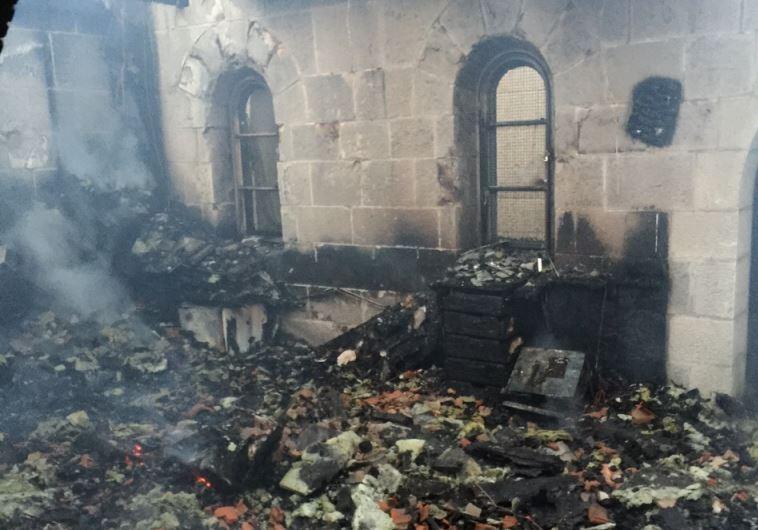 שריפת כנסיית הלחם והדגים צילום: כבאות והצלה מחוז צפון