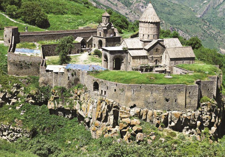 כנסיית טבאב, ארמניה (צילום: מיטל שרעבי)