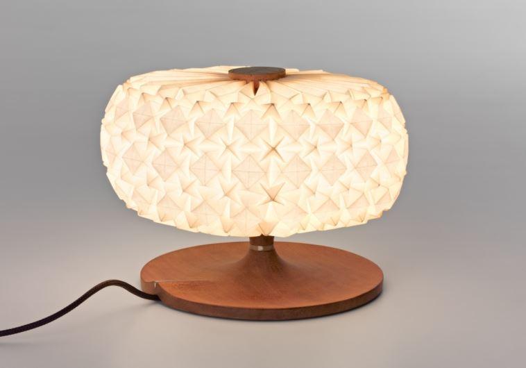 מנורת אוריגמי של אילן גריבי