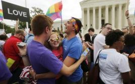 """פעילי להט""""ב חוגגים לאחר הכרה בנישואים חד מיניים"""