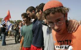 צעירים מוחים נגד ההתנתקות בגני טל