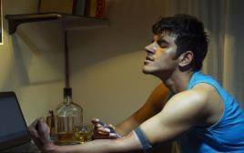 צעיר מכור לסמים