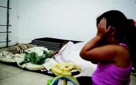 ילדים במקלט באשקלון במהלך צוק איתן