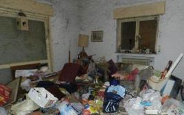חדר המגורים לפני הפינוי האשפה