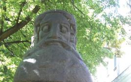 פסל לכבודו של הגאון מווילנה