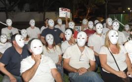 מחאת הסרדינים מול ביתו של שר החינוך