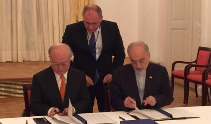 מוחמד זריף ויוקיה אמונו חותמים על הסכם הגרעין