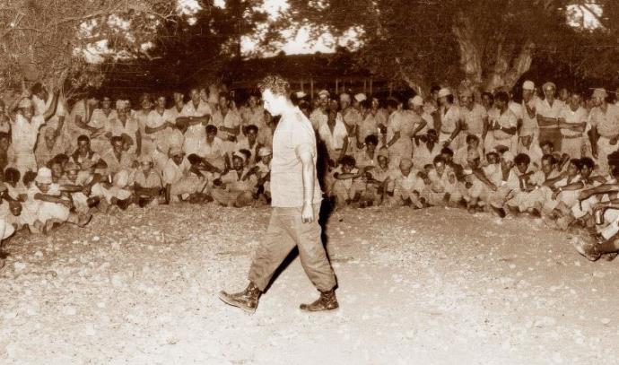 מוטה גור כמפקד גדוד 88 בשנת 1956, במבצע לולב