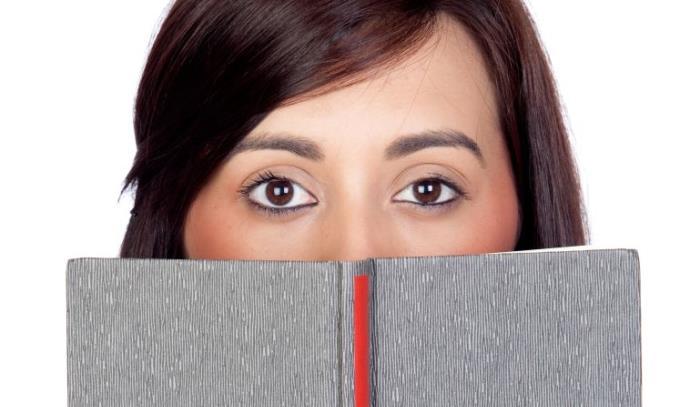 נשים כבר לא מתביישות לקרוא ספרות ארוטית-רומנטית