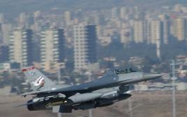 מטוס של חיל האוויר האמריקאי ממריא בבסיס אינצריליק בטורקיה