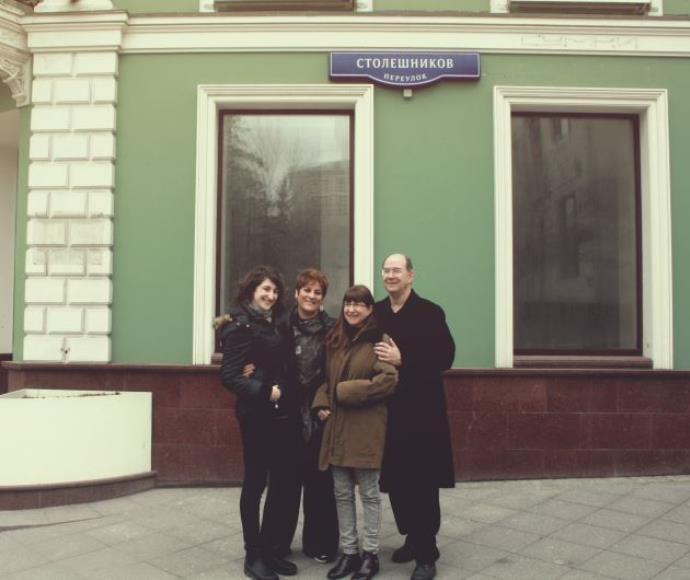 השלטונות נישלו את המשפחה מהבית. ילדיו ונכדיו של סשה ארגוב חוזרים לבניין שבו גדל