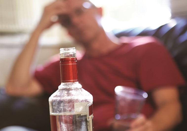 אם אין סוכר, קפה, גלוטן או סיגריות, אנשים שרגילים לחומרים הללו יתחילו להגיב בעצבנות ובלחץ