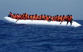 מהגרים מחכים לחילוץ השבוע