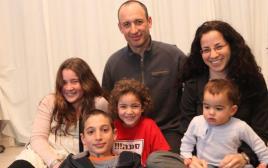 משפחת בנקי עם הבת שירה שנרצחה במצעד הגאווה
