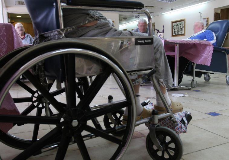 קשישים בבית אבות (צילום: אילוסטרציה,אנה קפלן, פלאש 90)