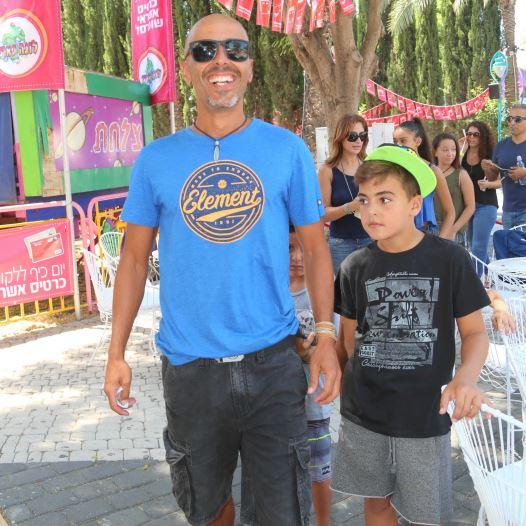 אלי פיניש ובנו נועם. (צילום:סיוון פרג')