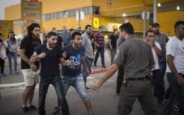 עימותים בין שוטרים למפגינים באשקלון