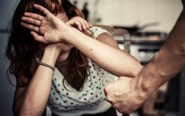 אישה מוכה