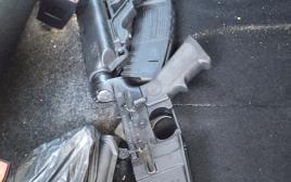 נשק מסוג M-16 שנמצא מוסלק ברכב