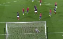 נבחרת צרפת מנצחת את סרביה
