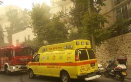 ניידת טיפול נמרץ וכבאית ליד הבית בו אירעה דליפת הגז