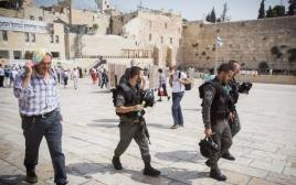 שוטרים מסיירים בירושלים, ארכיון