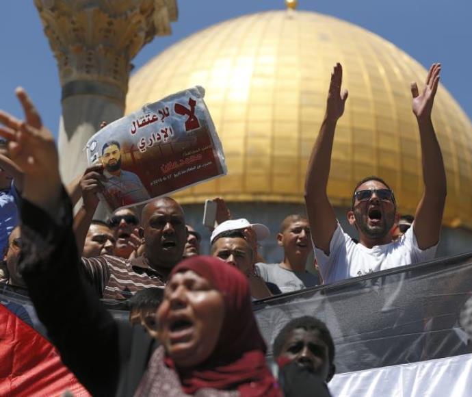 הפגנה פלסטינית בהר הבית בחודש שעבר.