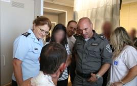 עמוס יעקב וגילה גזיאל בבית החולים
