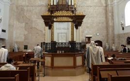 יהודים מתפללים