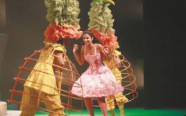 הדר עטרי בתפקיד אליסה באופרה