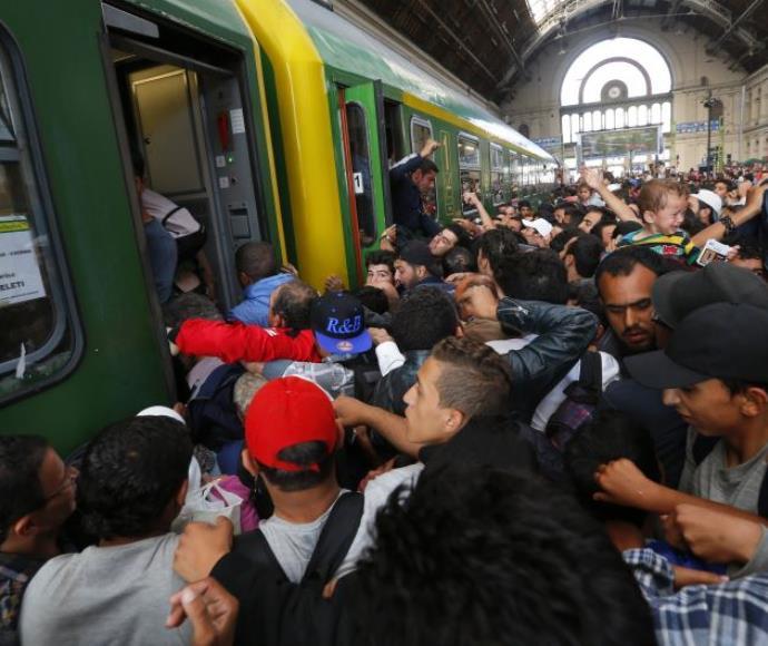 פליטים בהונגריה המבקשים להגיע לגרמניה