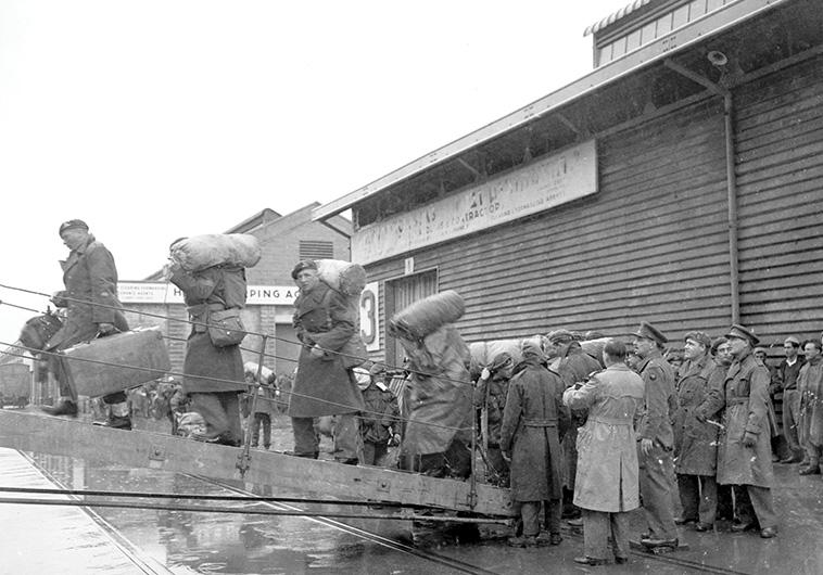 """מאז ומעולם שרתו רק אינטרסים של האימפריות, חיילים בריטים עוזבים את הארץ עם תום המנדט. צילום: ארכיון הלח""""י"""