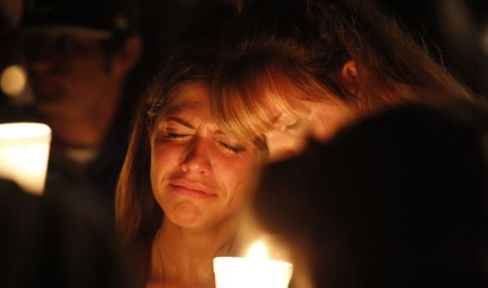 """אבלים אחרי הטבח בקולג', אורגון, ארה""""ב"""