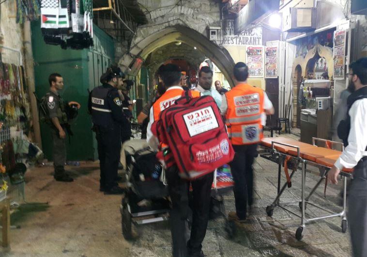 פינוי הפצועים בפיגוע בשער האריות. צילום: אורי דייויס מדברים תקשורת