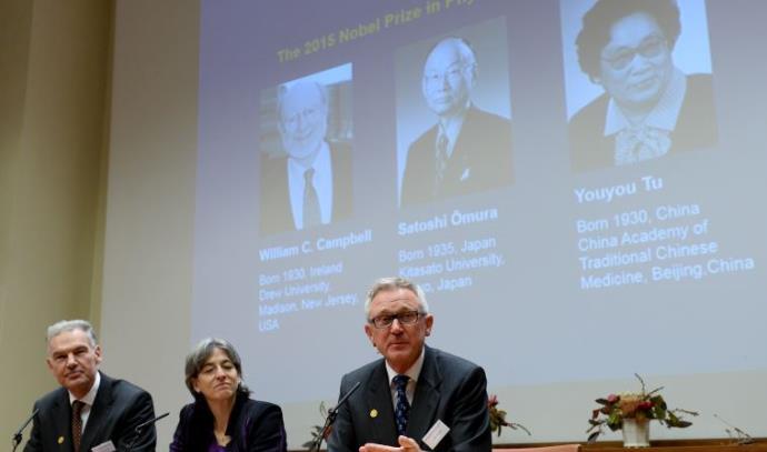 חברי מכון קרולינסקה מכריזים על זוכי פרס נובל לרפואה 2015