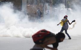 """צעירים פלסטינים בעימותים עם כוחות צה""""ל סמוך לבית אל"""