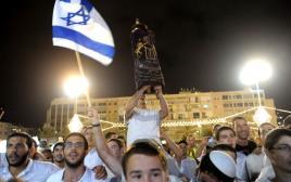 הקפות שמחת תורה בכיכר רבין