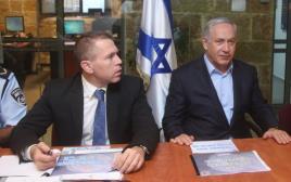 ראש הממשלה בנימין נתניהו והשר לביטחון פנים גלעד ארדן בהערכת מצב של המשטרה בירושלים