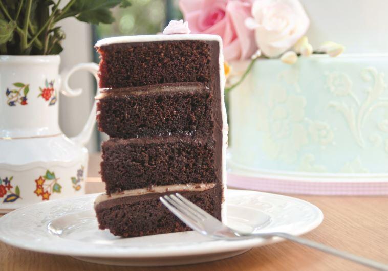 פרוסת עוגת שוקולד